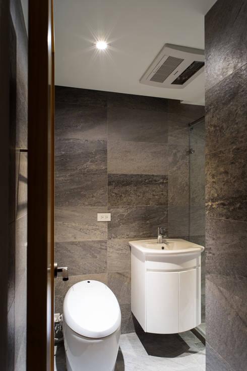 浴室:   by 果仁室內裝修設計有限公司