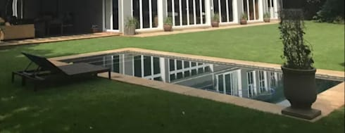 Heritage Saxonwold Renovation: classic Pool by Form Add Function