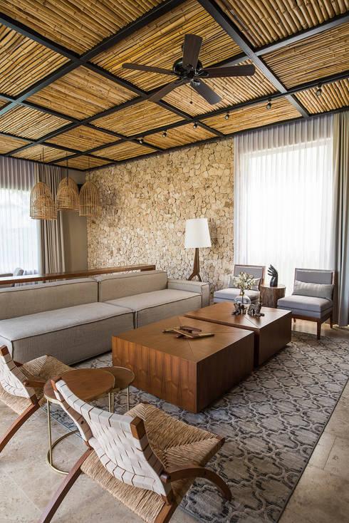 CASA 261: Salas de estilo  por Chehade Carter Diseño Interior