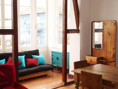 Loft Cerro Alegre: Livings de estilo minimalista por Lau Arquitectos