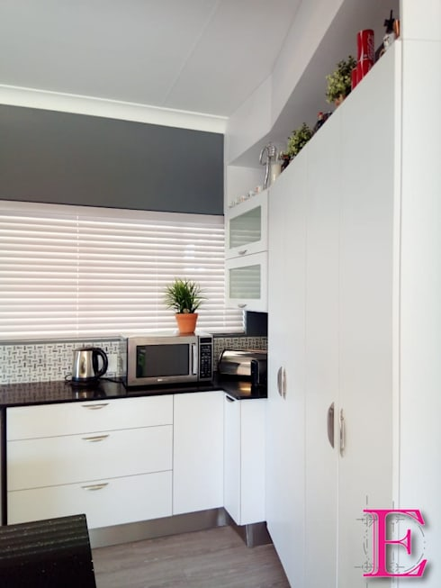 Timeless White Kitchen project:  Built-in kitchens by Ergo Designer Kitchens and Cabinetry