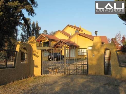 Casa Basso: Casas de estilo colonial por Lau Arquitectos