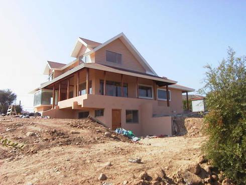 Casa Tabolango: Casas de estilo colonial por Lau Arquitectos