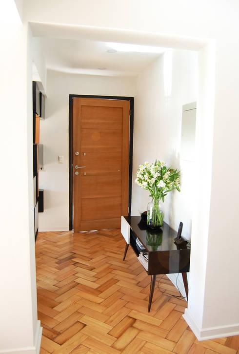 Hall Acceso:  de estilo  por Estudio Mínimo Arquitectura y Construcción Ltda.