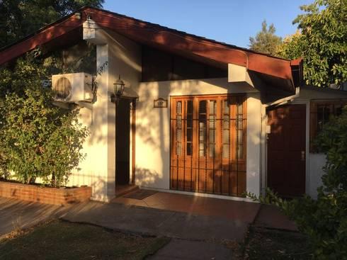 Casa Original:  de estilo  por Estudio Mínimo Arquitectura y Construcción Ltda.