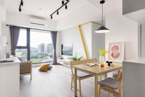 A.K.I.House:  客廳 by 寓子設計