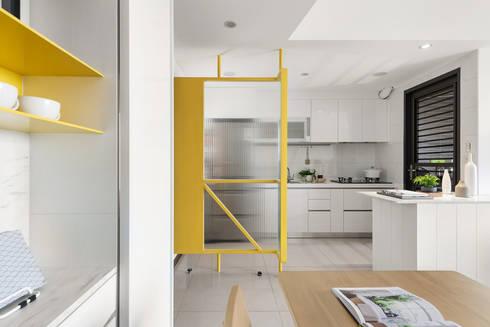 A.K.I.House:  廚房 by 寓子設計