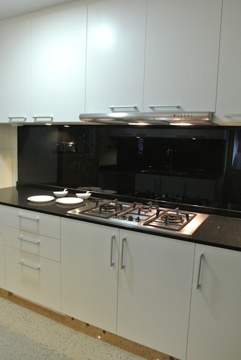 Modern Kitchen: modern Kitchen by FINE ART LIVING PTE LTD