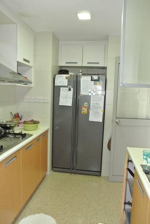 Before renovation of kitchen: modern Kitchen by FINE ART LIVING PTE LTD