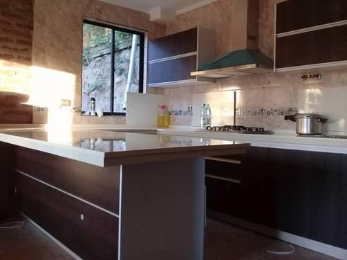 Proyectos en quilpue: Cocinas equipadas de estilo  por isabella cocinas