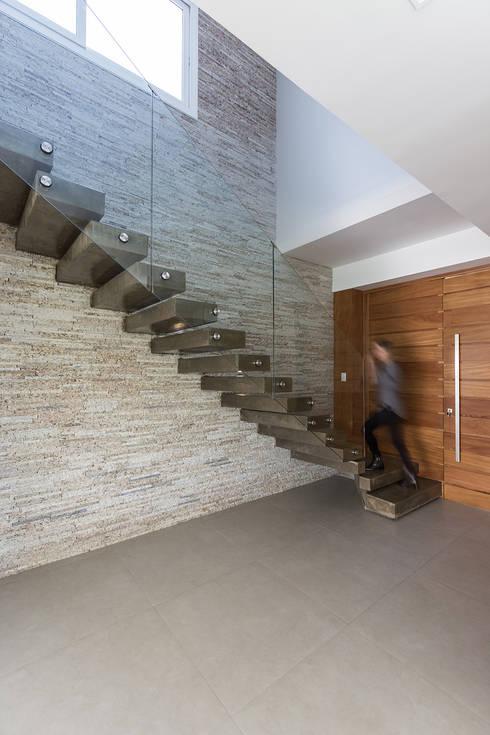 Living Social : Escadas  por Rabisco Arquitetura