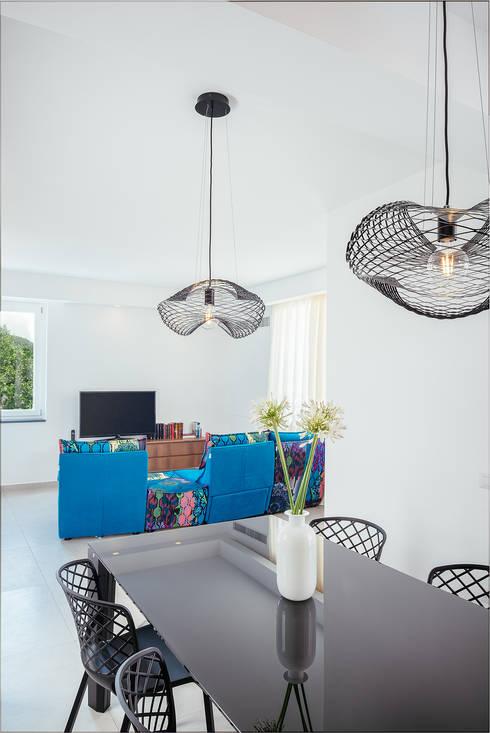 Area Living: Soggiorno in stile  di manuarino architettura design comunicazione