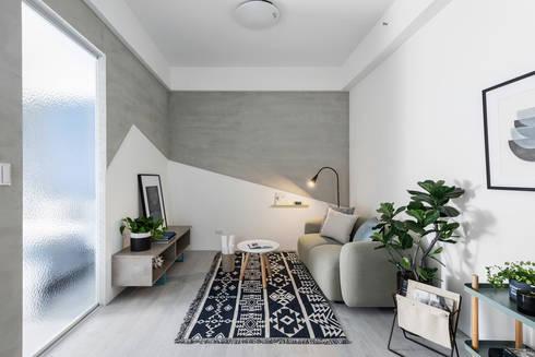 八號屋:  客廳 by 寓子設計