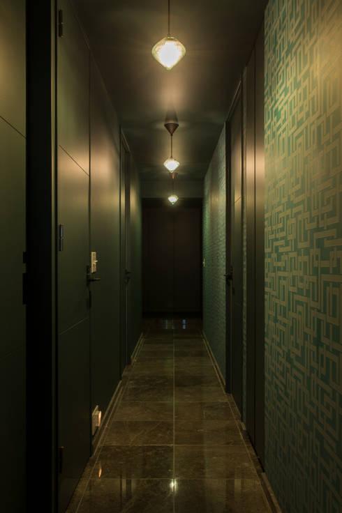 LIBERTY: yuukistyle 友紀建築工房が手掛けた廊下 & 玄関です。