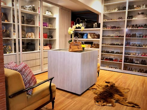 Walk in Closet 1: modern Dressing room by SNS Lush Designs and Home Decor Consultancy