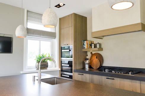 Rural Kitchen: country Kitchen by Keukenstudio Maassluis