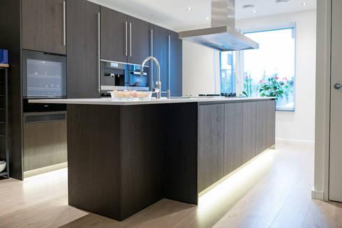 Modern kitchen: modern Kitchen by Keukenstudio Maassluis