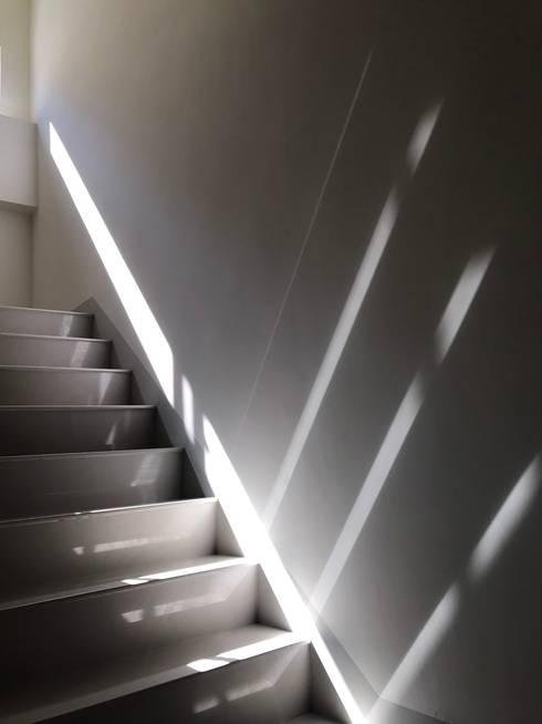 劉宅照片:  樓梯 by 良悅建築