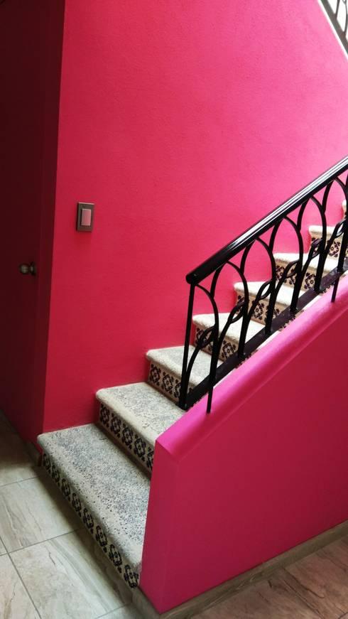 Casa Chachapa: Escaleras de estilo  por Itech Kali