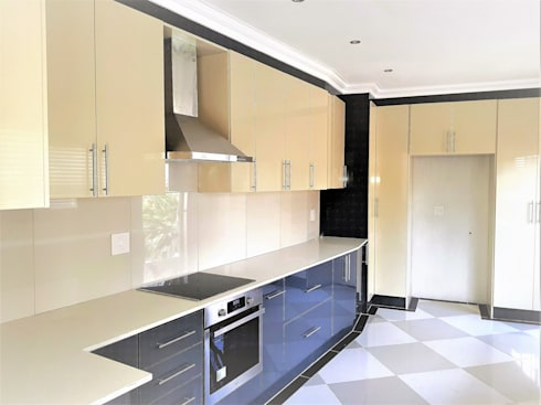 Modern Kitchen Revamp - High Gloss Two-tone :  Built-in kitchens by Zingana Kitchens and Cabinetry