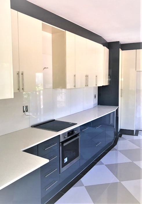 Modern Kitchen Revamp—High Gloss Two-tone :  Built-in kitchens by Zingana Kitchens and Cabinetry