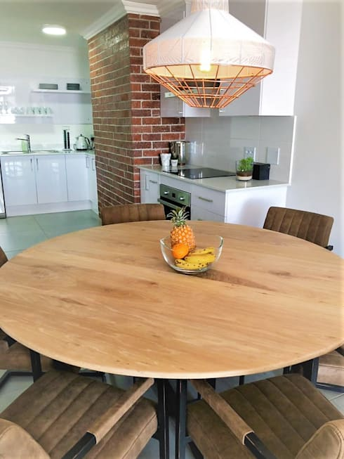 Facebrick Kitchen with Custom Solid White Oak Table, incl BIC's and Bathroom Vanity :  Built-in kitchens by Zingana Kitchens and Cabinetry