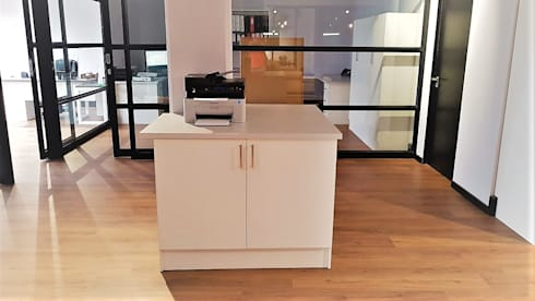 Custom Shopfitting and Office Furniture :  Office spaces & stores  by Zingana Kitchens and Cabinetry