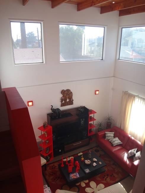 Salas / recibidores de estilo  por ARKITEKTURA