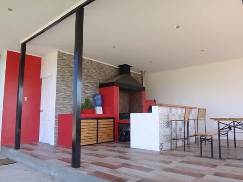 QUINCHO ASADERA + ISLA: Casas unifamiliares de estilo  por ARKITEKTURA