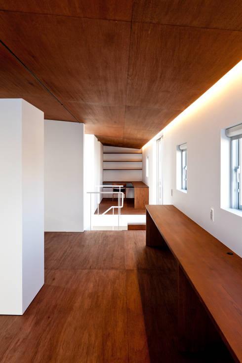 n house: Takeru Shoji Architects.Co.,Ltdが手掛けた子供部屋です。