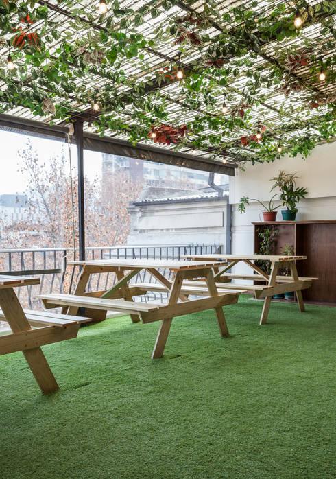 Terraza: Terrazas  de estilo  por LEON CAMPINO ARQUITECTURA SPA