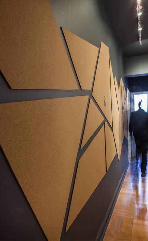 Pasillo: Pasillos y hall de entrada de estilo  por LEON CAMPINO ARQUITECTURA SPA
