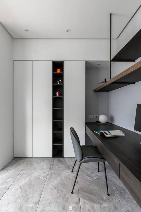 Xizhi C House:  書房/辦公室 by 質覺制作設計有限公司