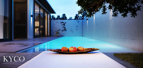 Villa 房泳池區:  庭院泳池 by 芮晟設計事務所