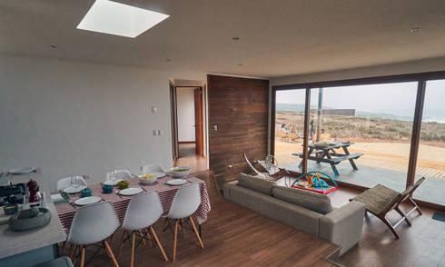 Casa RM: Livings de estilo moderno por Moreno Wellmann Arquitectos