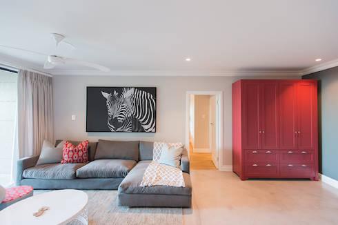 House Zimbali: modern Living room by Urban Create Design Interiors