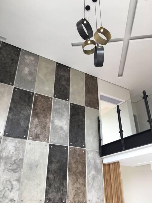 House Izinga Park 2 :  Walls & flooring by Urban Create Design Interiors