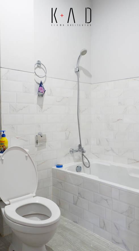 Bathroom:   by KAD Firma Arsitektur