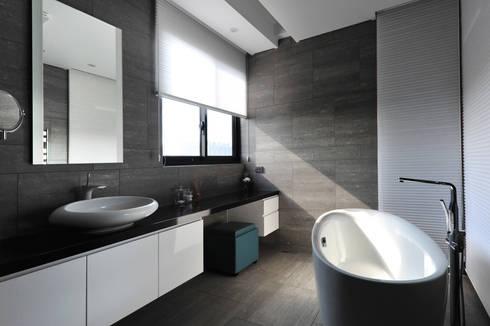 室內設計 瑞芳居 HL House :  浴室 by 黃耀德建築師事務所  Adermark Design Studio