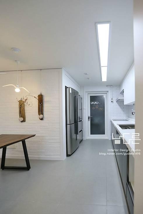 수성e편한세상 45평: 남다른디자인의  주방