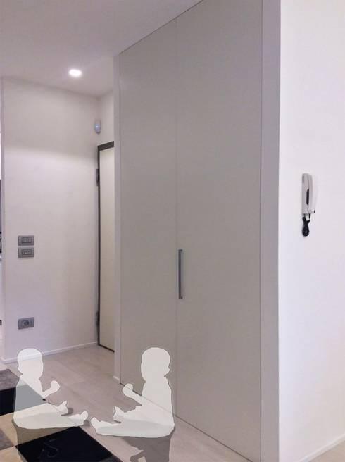Ingresso: Ingresso & Corridoio in stile  di Bfarredamenti