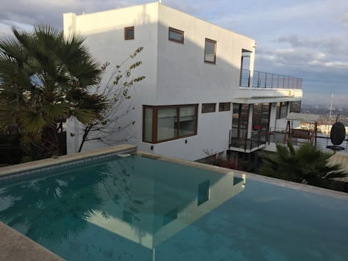AMPLIACION PENTHOUSE EN TERCER NIVEL: Casas unifamiliares de estilo  por Arqsol