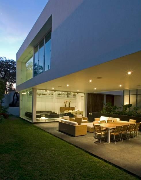 Casa EM : Casas de estilo  por TaAG Arquitectura