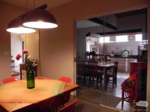 ÁREA GOURMET: Cozinhas rústicas por THACO. Arquitetura e Ambientes