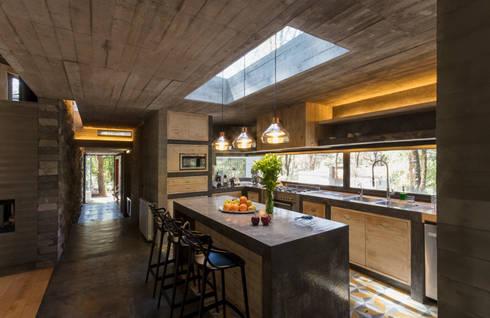 CASA M: modern Kitchen by Rivadeneyra Arquitectos