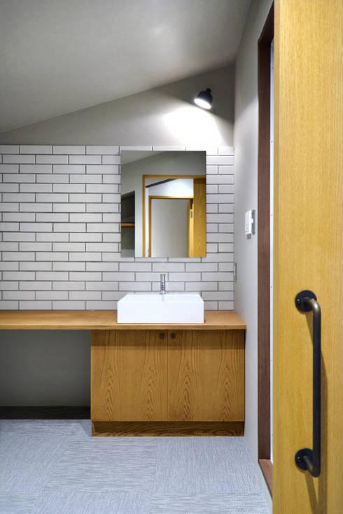 Phòng tắm by TRANSFORM  株式会社シーエーティ
