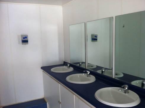 BAÑO DE LOS COMEDORES, : Baños de estilo moderno por Arqsol