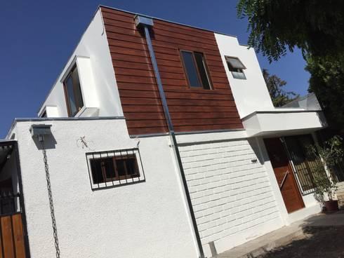 AMPLIACION DE SEGUNDO PISO PARA VIVIENDA UNIFAMILIAR : Casas unifamiliares de estilo  por Arqsol