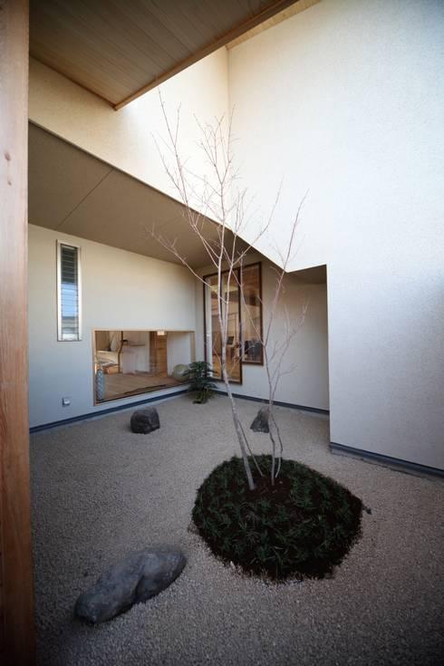 Jardines zen de estilo  por 株式会社高野設計工房