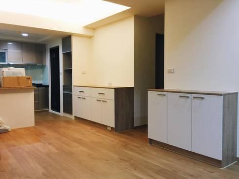 一體成型的淨白感:  客廳 by 圓方空間設計